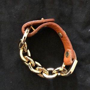 Jewelry - Gold link chain bracelet